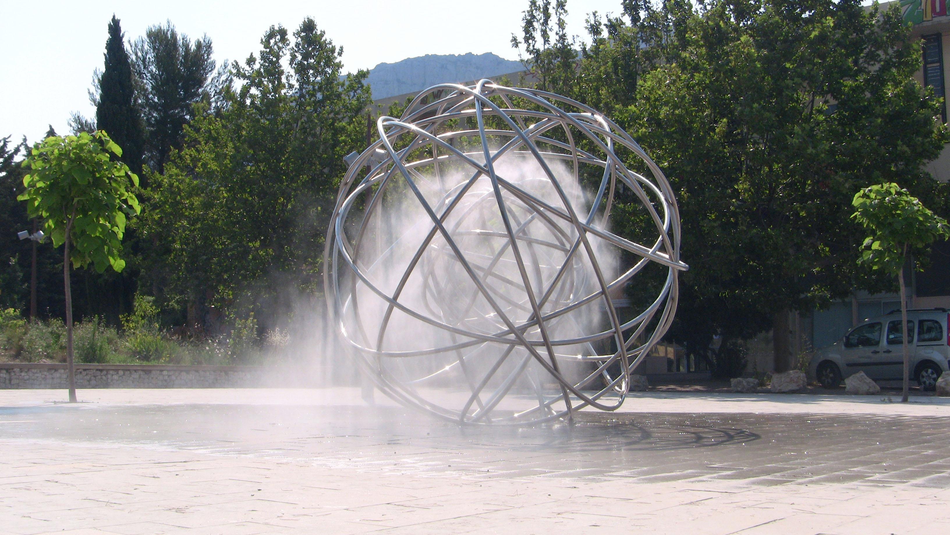 sculpture brumisateur en acier pierre luu