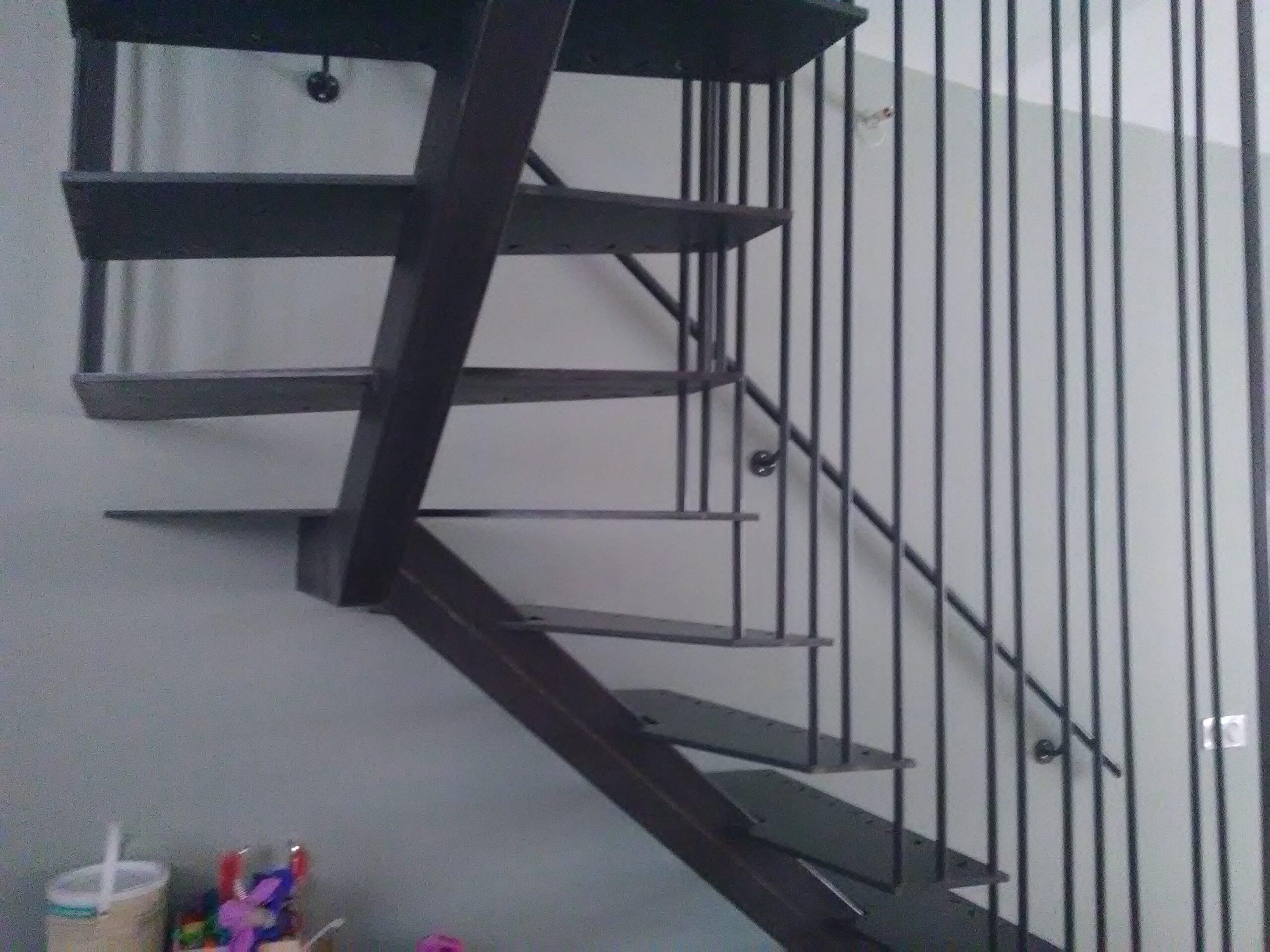 https://www.mon-artisan-ferronnier.com/wp-content/uploads/2021/04/escalier17-1-scaled.jpeg