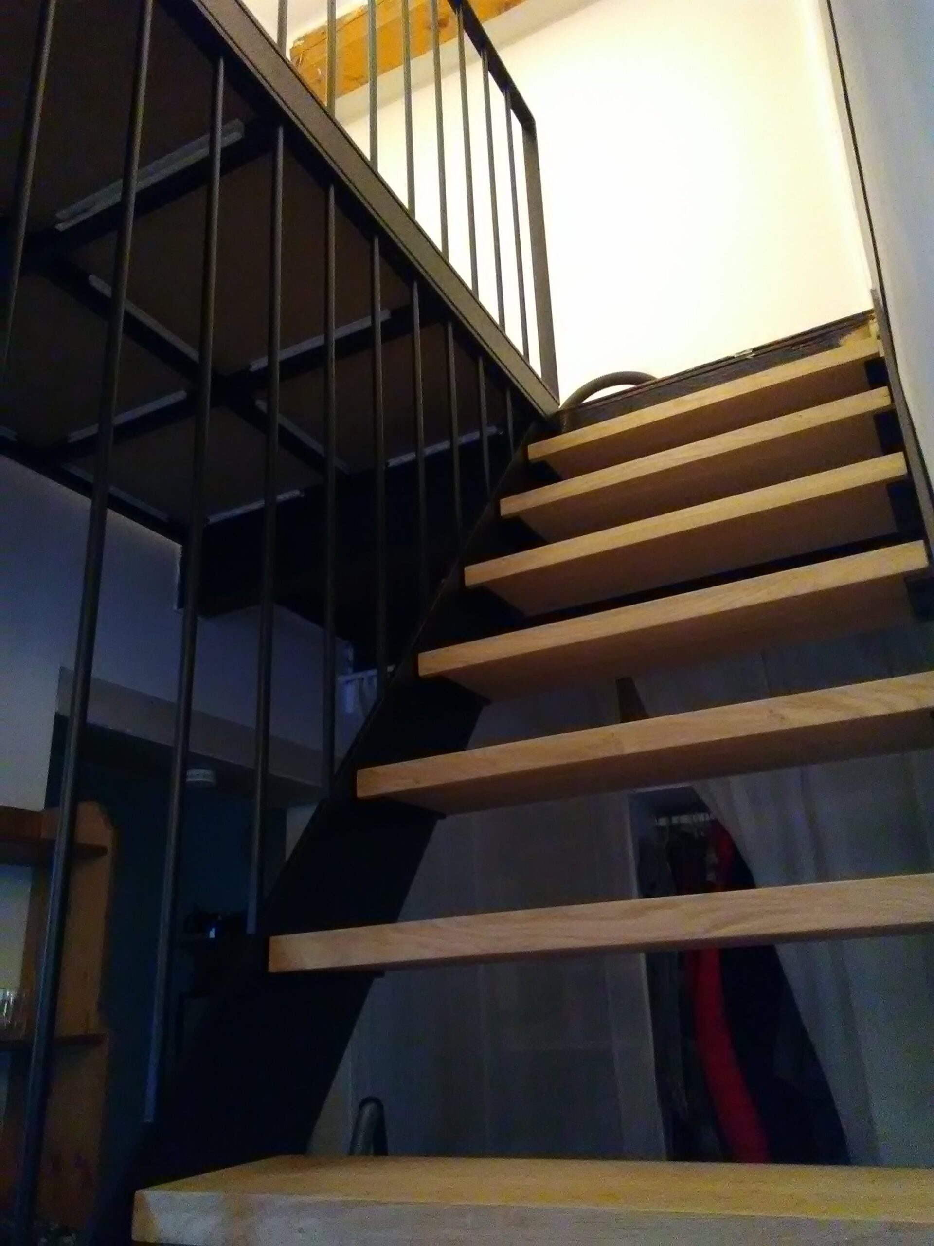 https://www.mon-artisan-ferronnier.com/wp-content/uploads/2021/04/escalier18-scaled.jpeg