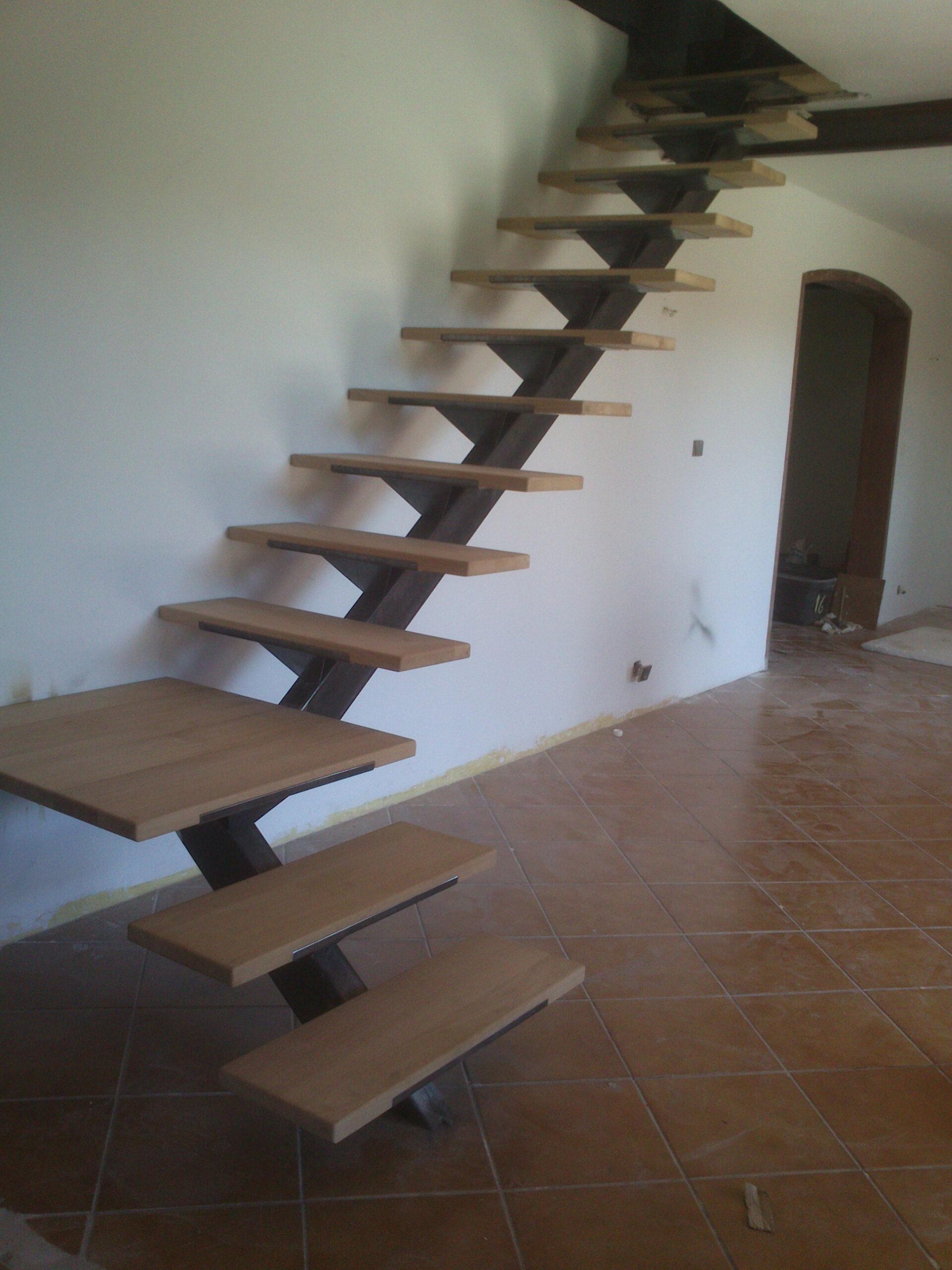 https://www.mon-artisan-ferronnier.com/wp-content/uploads/2021/04/escalier3-scaled.jpeg